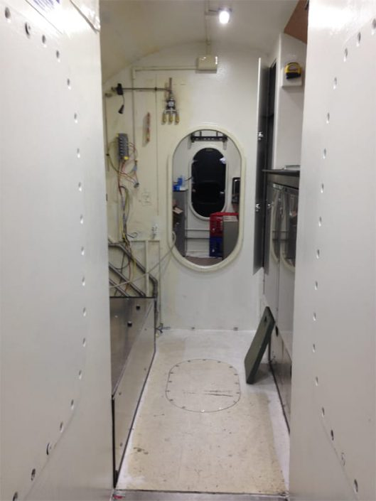 view of pilot's compartment corridor